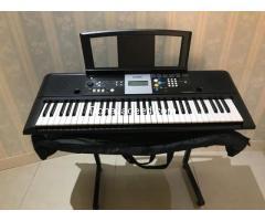 YAMAHA PSR E223 keyboard