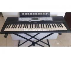 Yamaha Piano Keyboard -PSR E214