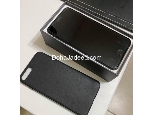iPhone 8 Plus 64 GB + Phone Case + Screen Protector